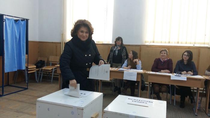 rovana-plumb-voteaza