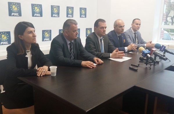 """LIBERALII ŞI-AU LANSAT CANDIDAŢII PENTRU PARLAMENTUL EUROPEAN ŞI LA TÂRGOVIŞTE. LUDOVIC ORBAN: """"PE 26 MAI, AU LOC ALEGERI CRUCIALE PENTRU ROMÂNIA"""""""