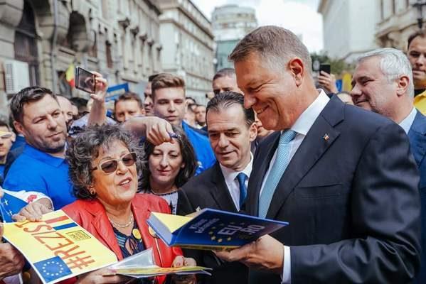 """KLAUS IOHANNIS , LA DEPUNEREA CANDIDATURII: """"ŞTIU CE TREBUIE FĂCUT ŞI ÎMPREUNĂ CU UN GUVERN PRO EUROPEAN, ÎN JURUL PNL, VOM FACE ACEASTĂ MUNCĂ PENTRU ROMÂNI!"""""""